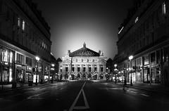 Palais Garnier/B&W (Fabdub) Tags: parisien paris opéragarnier palaisgarnier noiretblanc blackwhite bw nightshot monument architecture leicaq leica monochrome 28mm summilux