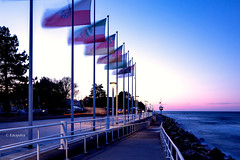 Die Flaggen wehen im Wind.............. (petra.foto busy busy busy) Tags: sonnenuntergang langzeitbelichtung ostsee travemünde travemünderwoche schleswigholstein germany fotopetra canon 5dmarkiii