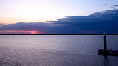 ...❤ (Raquel Borrrero) Tags: red sunset cloudy clouds pier waterscape pantalán agua sun puestadesol coucherdesoleil soleil peace nubes sol happy twilight evening cielo sky ciel