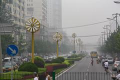 ox-eye daisy (Rasande Tyskar) Tags: china beijing 2010 road traffic verkehr autos cars pollution umwelzverschmutzung smog air dense dicke luft