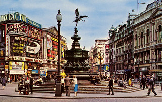 Piccadilly Circus: 1962