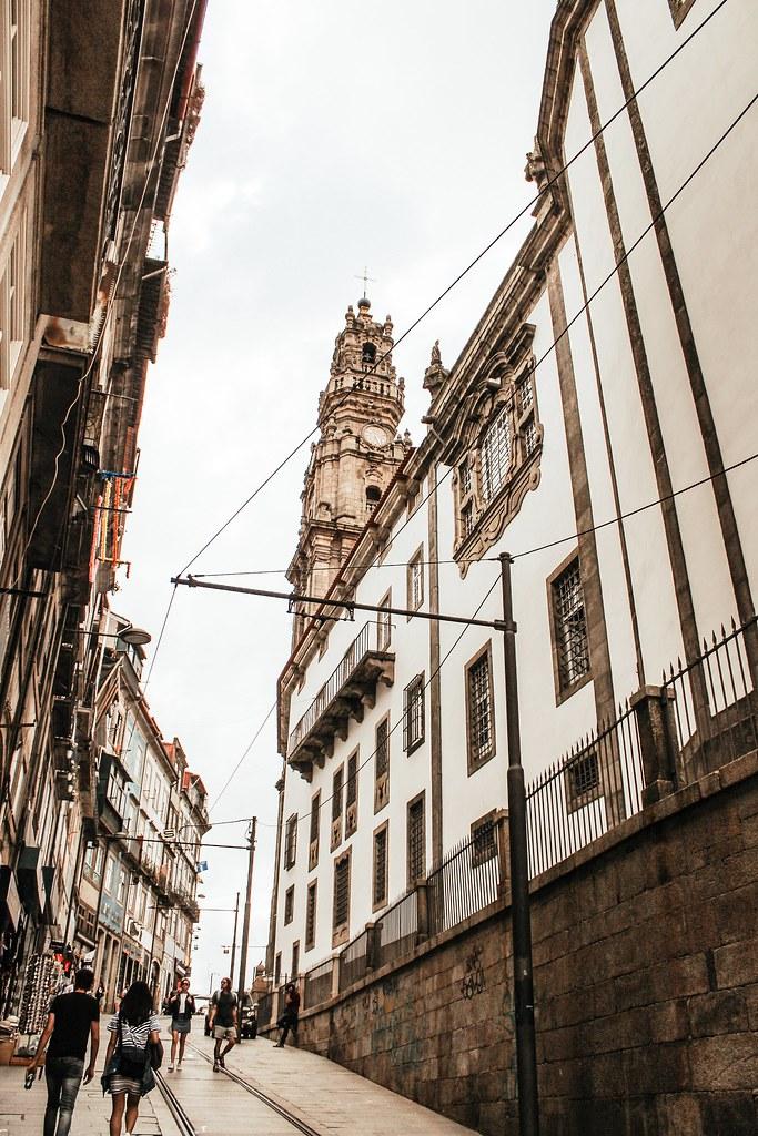 clerigos_tower_porto_portugal