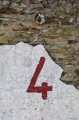 Les p'tits numéros - le mur et le crochet (klaxo2003) Tags: numéro number 4 four quatre wall mur chiffre
