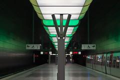 Angenehm kühl :-) (michael_hamburg69) Tags: hamburg germany deutschland ubahn underground station hvv transport green ambient light grün ubahnhof hafencityuniversität hafencity