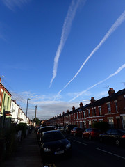 2018_08_020002 (Gwydion M. Williams) Tags: coventry britain greatbritain uk england warwickshire westmidlands chapelfields sirthomaswhitesroad cloud contrails