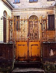 stylish Italian rust and crust (marionvankempen) Tags: throughherlens