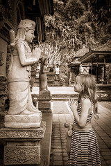 The Faith (Markus Jaschke) Tags: fujifujixe3asienbalisingapur2018 fuji xe3 faith glauben bali 27mm tempel child pray beten asien bäume trees statue fujixe3