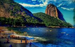 Río de Janeiro (luisarmandooyarzun) Tags: urbana paisaje panoramica panorama vintage sudamérica morro montaña gente beach blue playa turismo ciudad city landscape photography fotografía colores ríodejaneiro brasil brazil océanoatlántico