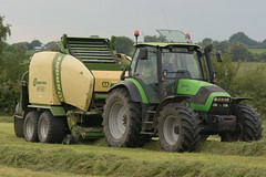 Deutz Fahr Agrotron 165.7 Tractor and a Krone Comprima CF155 XC Baler and Wrapper Combi (Shane Casey CK25) Tags: deutz fahr agrotron 1657 tractor krone comprima cf155 xc baler wrapper combi sdf df green rathcormac samedeutzfahr deutzfahr traktor traktori trekker tracteur trator ciągnik silage silage18 silage2018 grass grass18 grass2018 winter feed fodder county cork ireland irish farm farmer farming agri agriculture contractor field ground soil earth cows cattle work working horse power horsepower hp pull pulling cut cutting crop lifting machine machinery nikon d7200