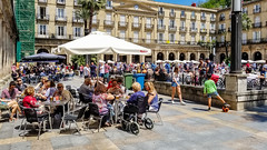 Lunch Time at Plaza Nueva (Bilbo, Bizkaia, Spain) (Yuri Dedulin) Tags: architecture bilbao culture eu europe history landscape oldcity spain travel yuridedulin bilbo euskadi europeeutravelbilbo bizkaia town old oldtown central plaza nueva plazanueva mainsquare square historical elegant airy beautiful popular city tourist attraction relax enjoy cafés lunch brunch dining food taste delicious drink sightseeing wonderful attractions 2018