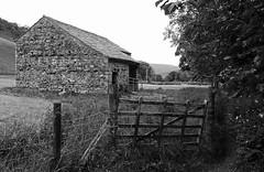 Langstrothdale Barn - Mono (wontolla1 (Septuagenarian)) Tags: upper wharfedale langstrothdale north yorkshire dales barn farm walkingintheyorkshiredales way blackandwhite blackwhite mono monochrome field gate
