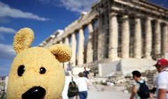 Nunu visite le Parthénon (LILI 296...) Tags: parthénon grèce athenes greece patrimoine colonne nunu peluche