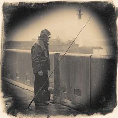 Un temps pour la pêche ! (*Jost49* (±Off)) Tags: bretagne brest port pêcheur fisherman monochrome bw texture vintage canoneos70d