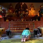 Junge im Wat Phra Kaeo, Thailand