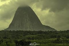 QUANDO_AS_NUVENS_DESCEM_A_TERRA_MURRULA_NAMPULA_MOÇAMBIQUE (paulomarquesfotografia) Tags: paulo marques pentax k5 vivitar serie1 70210mm f35 nuvens clouds chuva rain humidade floresta florest jungle campo field monte hill moutain montanha nevoeiro fog murrula nampula moçambique