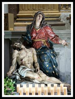 Pietà (gruppo ligneo del 1700) di scuola berniniana. Chiesa di San Marcello al Corso, Roma