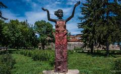 2018 - Bulgaria - Vidin - Danube Riverside Sculpture (Ted's photos - For Me & You) Tags: 2018 bulgaria cropped nikon nikond750 nikonfx tedmcgrath tedsphotos vignetting babavidafortress vidinbulgaria sculpture park bluesky blue statue parkscene