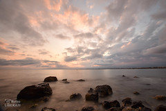 Mar y nubes (Matteo Liberati) Tags: cataluña puestadesol tramonto spagna spain sunset españa salou mar mare sea nuvole nubes clouds sky cielo longexposure largaexposición lungaesposizione rocce rocas rocks colour colore color waterscape paesaggio paisaje landscape water acqua agua nature natura naturaleza contrasts contrasti contrastes light luce luz scenery view outdoors exterior day día giorno europe europa naturephotography shades sombras ombre shadows sunlight