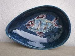 Jo Lester Isle Of Wight Studio Pottery Fish Design Blue Avocado Shaped Dish (beetle2001cybergreen) Tags: jo lester isle of wight studio pottery fish design avocado shaped dish blue
