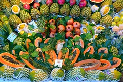 #3/118 - Tropical Fruits - 118 Pictures in 2018 (Krasivaya Liza) Tags: 3 3118 118picturesin2018 fruit fruits tropical tropicalfruits market mercado madrid spain europe european spanish plaza mayor city center palace palaces gardens