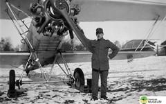 tm_4773 - Malmslätt, Östergötland 1942 (Tidaholms Museum) Tags: svartvit positiv militärflygplan fordon 1942 soldat malmslätt östergötland