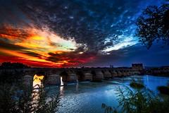 Sunrise (por agustinruizmorilla) Tags: dawn dusk sunset sunrise twilight dramatic sky sun evening fog moody sunbeam daybreak torre de la calahorra españa cordoba spain river guadalquivir agustinruizmorilla
