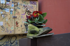 Dekoration (ingrid eulenfan) Tags: dekoration schuhe blumen flowers