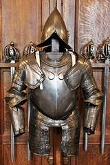 Suit of Armour # 3 (just.Luc) Tags: metal metaal harnas suitofarmour greathall swords zwaarden épées edinburghcastle edinburgh edinbourgh royaumeuni verenigdkoninkrijk unitedkingdom grootbrittanië grandebretagne greatbritain scotland schotland ecosse europa europe