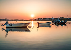 sunset from mudeford (Anthony White) Tags: christchurch england unitedkingdom gb sunset sunshine water sky boats ligth sony a7r anthonywhitesphotography ilce7rm2 sel2470gm2 firecrest reverse grad reflection ripples