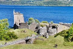 13th Century Urquhart Castle Ruins - Inverness Scotland - 27/7/2018 (DanoAberdeen) Tags: scotland spring summer scotia schotland scottishhighlands amateur autumn danoaberdeen danophotography freshair geotagged gb highlands historicscotland history uk landscape landmark szkocja amazing stoczni candid clouds countryside caledonia vintage veteran bluesky bonnyscotland bonnie blue nikond750 urquhartcastle scottishcastle ruins historicenvironmentscotland urqhart medieval jacobites scottishheritage heritage structure building museum ancient weathered conservation preservation lochness manmade 13th 14th 15th 16th century machicolations neither upper bailey drumnadrochit inverness olddays