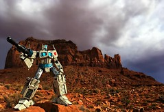Resolute, Fair, and Courageous Beyond Reproach (Geek Creek) Tags: ultramagnus threezeroultramagnus threezero transformers robots monumentvalley toys toyphotography actionfigures