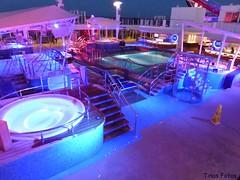 Pool Nacht P1150142 (Tinavonhier) Tags: norwegian breakaway