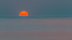 IMG_6436.jpg (markobablitz) Tags: canoneos70d kiel kielerförde sonne sonnenaufgang ostsee wasser meer himmel morgens tele orange blau