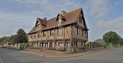 Beuvron-en-Auge (hervétherry) Tags: france normandie bassenormandie calvados beuvronenauge canon eos 7d efs 1022 maison colombage plus beau village