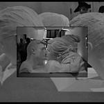 8 - Paris - Centre national d'art et de culture Georges-Pompidou - Wang Du, Le baiser, 2005 - Résine polyester, bois et peinture acrylique blanche thumbnail