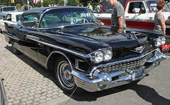 Sedan deVille (Schwanzus_Longus) Tags: oldenburg big bumper meet german germany old classic vintage car vehicle us usa american america sedan saloon cadillac deville