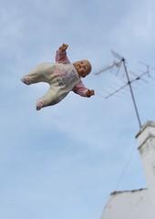 Maribel volando... suicidio? libertad? carencia de gravedad? (briveira) Tags: chimney sky fall fly flying doll suicide cielo antena float antenna chimenea mueca flotar volando suicidio cada volar caida caer briveiracom