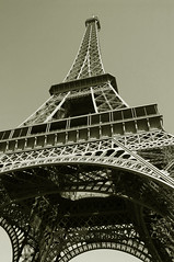 Tour Eiffel 10-Jun-2006 (aberdidi) Tags: paris france beautiful sepia wow cool nice awesome p1f1 ci33 aplusphoto
