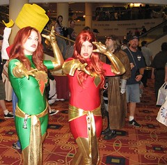 14-Light and Dark Phoenix (groonk) Tags: day2 costumes atlanta red 2 green phoenix georgia grey day jean good bad 2006 xmen dragoncon canonpowershot darkphoenix jeangrey dragoncon2006 goodphoenix