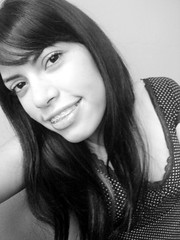 Sexta Poser (Anitah) Tags: blackandwhite bw selfportrait me smile myself ana blackwhite poser eu ofme pb sorriso gabriela pretoebranco sextafeira pretobranco anitah anages