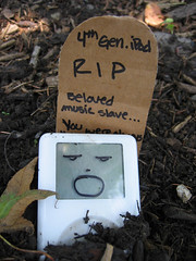 iPod funeral 03 (by sabellachan)