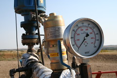 Heavy oil wellhead gauge