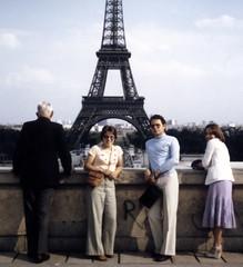 Mlanie  Paris 1978 (MacSmiley) Tags: paris france sylvie minolta eiffeltower melanie rangefinder latoureiffel 1978 jehovahswitnesses armel worldwidebrotherhood trocodro tmoinsdejhovah