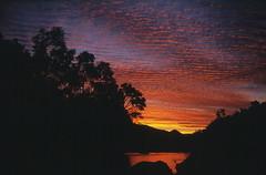 Ro Achibueno atardeciendo. (Mono Andes) Tags: chile sunset paisajes clouds sunrise trekking atardecer backpacking montaa cordillera chilecentral cordilleradelosandes achibueno originalen35mm valledelachibueno
