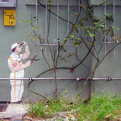 Solovei's Constant Gardener (Antonia Schulz) Tags: urban streetart berlin cutout calle arte kunst paste ciudad urbana creature afiche cartel affiche solovei pancarta colle criteau ceduln