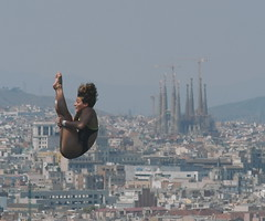 "Jumping and ""Sagrada Familia"". (Thundershead) Tags: barcelona swimming x fina championships natacio"