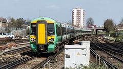 377625 (JOHN BRACE) Tags: 2012 bombardier derby built class 377 electrostar 377625 southern livery east croydon station