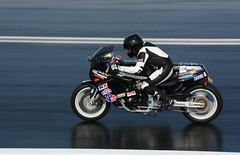 Classic Suzuki_8238 (Fast an' Bulbous) Tags: drag race track bike biker motorcycle motorsport fast speed power acceleration santapod