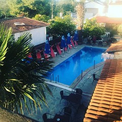 #доброеутро прекрасно, когда есть и #море, и #бассейн, но мы пошли на #эгейскоеморе #жена #утро #завтрак #актерлевин #левин #солнце #пляж #греция (sasha-levin12) Tags: доброеутро море бассейн эгейскоеморе жена утро завтрак актерлевин левин солнце пляж греция