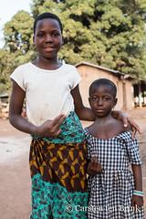Korhogo child(ren) (10b travelling / Carsten ten Brink) Tags: 10btravelling 2018 africa africaine african afrika afrique carstentenbrink cotedivoire dyula elfenbeinkueste iptcbasic ivorian ivorycoast korhogo senoufo senufo waraniene waraniéné westafrica africain child children cmtb community cooperative girl ivoirien ivoirienne looms north tenbrink textile weaving